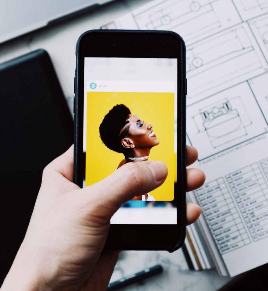 How Does Instagram Make Money