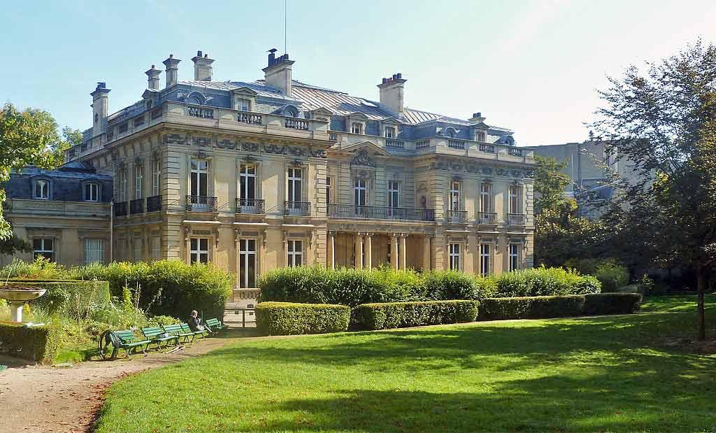 https://commoRothschild-Family-Net-Worth-2020-building-francens.wikimedia.org/wiki/File:Rothschild_et_al_1973.jpg